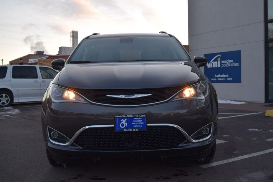 Certified Pre-Owned 2018 Chrysler Pacifica Touring L VMI NorthStar Side Entry