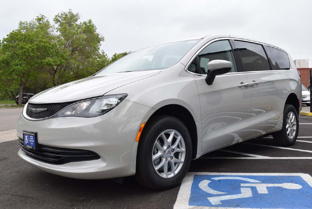 New 2017 Chrysler Pacifica REVability Advantage Touring
