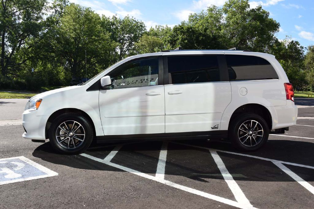 Pre-Owned 2017 Dodge Grand Caravan VMI APEX SXT