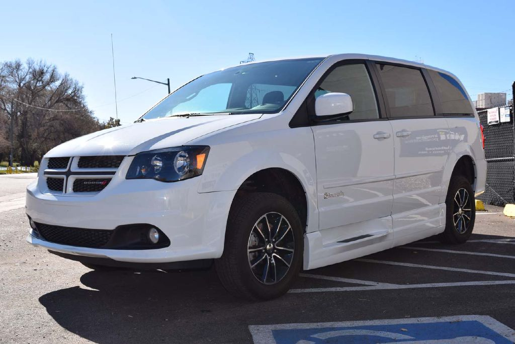 Pre-Owned 2017 Dodge Grand Caravan GT Braun Entervan XT