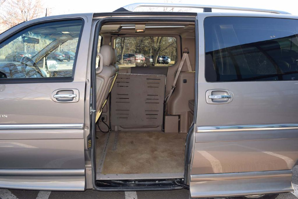 Pre-Owned 2006 Buick Terraza BRAUN ENTERVAN CX