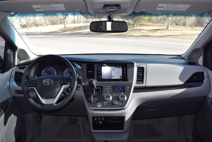 Pre-Owned 2015 Toyota Sienna XLE BraunAbility Side Entry