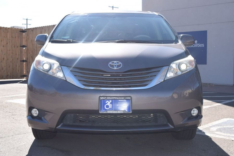 Pre-Owned 2011 Toyota Sienna XLE BraunAbility Rampvan Power Side Entry