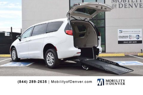 New 2017 Chrysler Pacifica REVability Advantage LX
