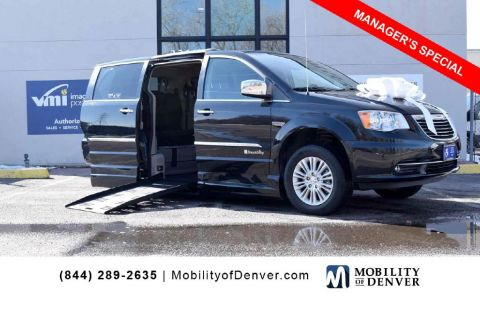 Pre-Owned 2014 Chrysler Town & Country Braunability Limited
