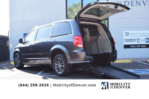 Pre-Owned 2017 Dodge Grand Caravan Rear Entry SXT