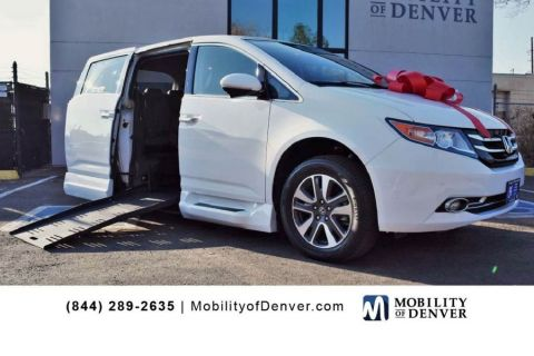 Pre-Owned 2014 Honda Odyssey Touring BraunAbility Side Entry